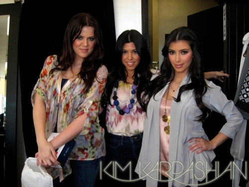 gallery_enlarged-kim-kardashian-hanging-out-at-dash-2-0405091